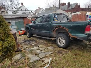 2000 Dodge Dakota no title for part hole truck for Sale in Cleveland, OH