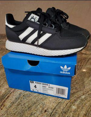 Kids shoes size 4 Adida for Sale in Phoenix, AZ