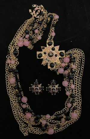 Pink pearls necklace and earrings set for Sale in Fremont, CA