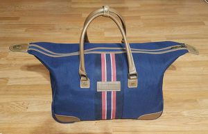 TOMMY HILFIGER Rolling City Bag for Sale in Long Beach, CA