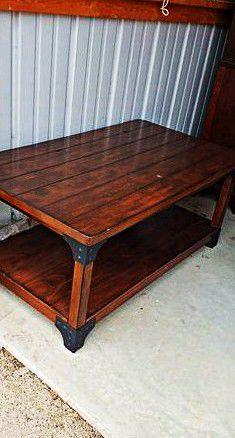 Table brown for Sale in Vidalia, LA