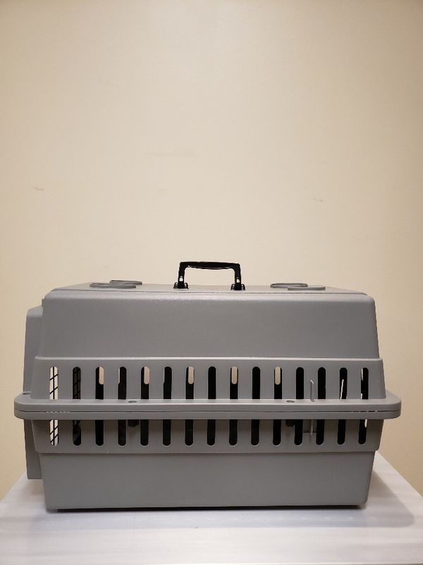 DOG / CAT / PET KENNEL - BRAND NEW!!...NEVER USED!! - firm price.