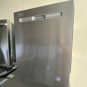 MAYTAG STAINLESS 3RD RACK DISHWASHER for Sale in Santa Ana, CA