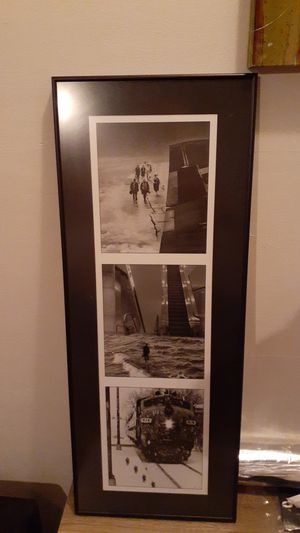 Black & white pictures in metal frame for Sale in New Haven, CT