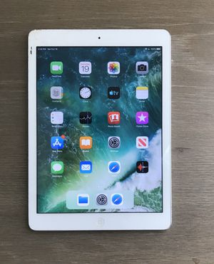 Apple iPad Air MD788LL/A (16GB, Wi-Fi, White with Silver) for Sale in Richmond, TX