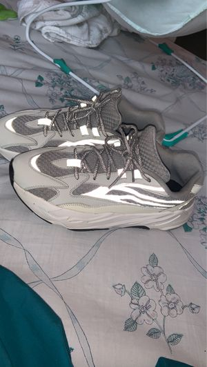 Yeezy 700 v2 static for Sale in Temple Hills, MD