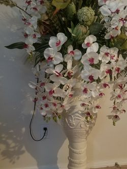 Flowers in a large vase for Sale in Gresham,  OR