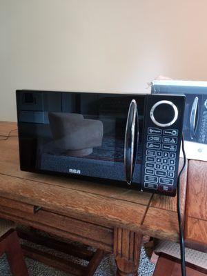 RCA 900 watt microwave for Sale in Raleigh, NC