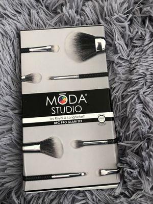 Moda studio makeup brush set for Sale in Las Vegas, NV