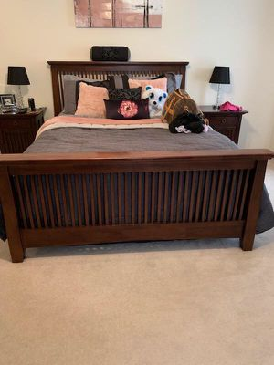 Queen size bed set for Sale in Frederick, MD