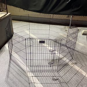 Dog Fence/ Kennel With Door for Sale in Los Angeles, CA