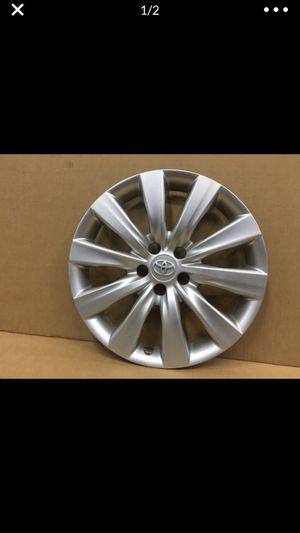 "(1) Toyota Corolla 16"" Original Factory OEM Genuine wheel cover hubcap 2011-2013 tapa de goma hub cap for Sale in Hialeah, FL"
