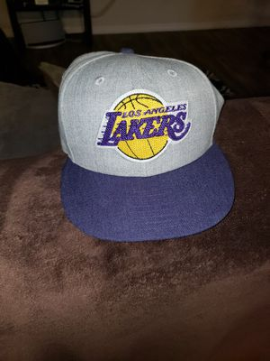 Size 7 3/4 new era used good condition Lakers for Sale in Las Vegas, NV