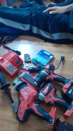 Milwaukee drill set complete for Sale in Miami, FL