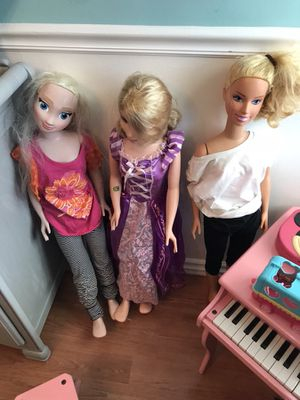 4 foot tall dolls Barbie Elsa and Rapunzel for Sale in Miami, FL