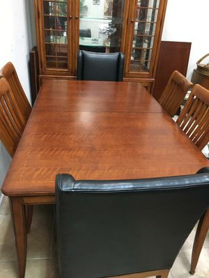 Table and chairs for Sale in Oakland Park, FL