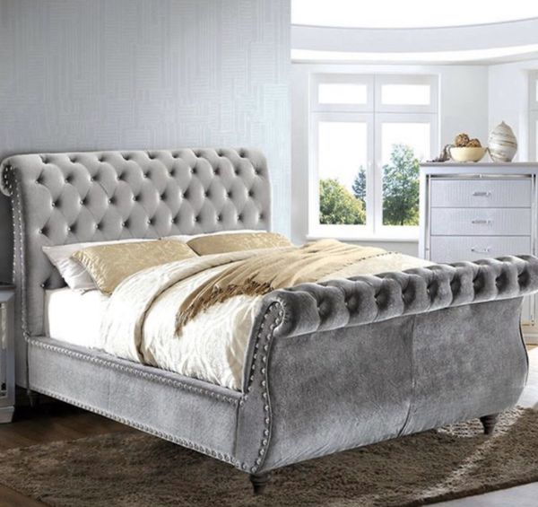 Brand new modern queen tufted bed