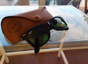 Brand New Authentic Wayfarer Sunglasses for Sale in Austin, TX