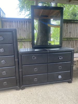 2 LEATHER DRESSERS AND 2 NIGHTSTANDS for Sale in Hyattsville, MD