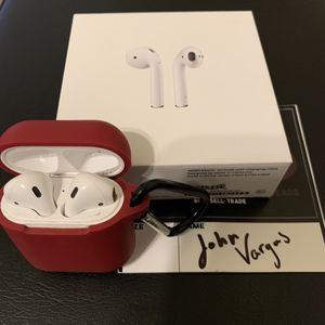 Apple Airpods with charging case **Used** for Sale in Fresno, CA