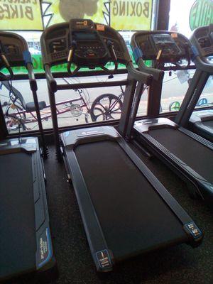 Treadmill Horizon 7.4AT for Sale in Renton, WA