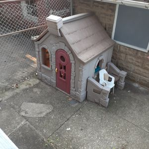 Out door play house with matching sandbox and slide for Sale in Harrisburg, PA
