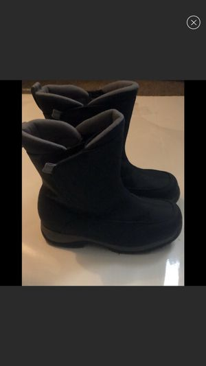 Lands end size 6 ( more like 7 ) snow boots for Sale in Alexandria, VA