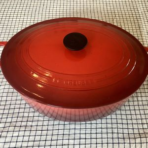 Le Creuset Signature 9.5 Qt Cast Iron Oval Dutch Oven - Red for Sale in Portland, OR