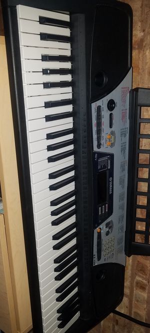Excellent condition electric or battery-operated Yamaha Keyboard for Sale in Chicago, IL