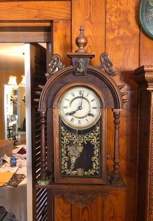Antique Beautiful wood clock. Runs good! for Sale in Tulsa, OK