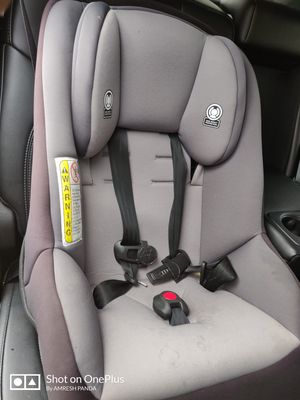 Car seat Cosco MightyFit 65 Rear & Forward Facing for Sale in Peoria, IL