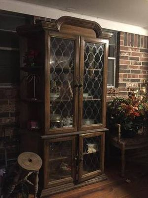 Antique light up dish display cabinet for Sale in Richmond, TX