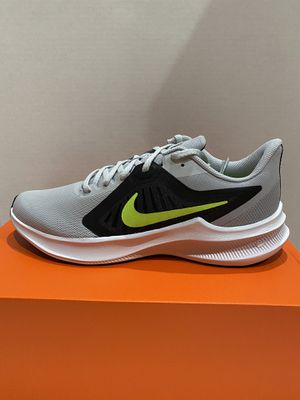 nike men running shoe size 8.5 for Sale in Garden Grove, CA