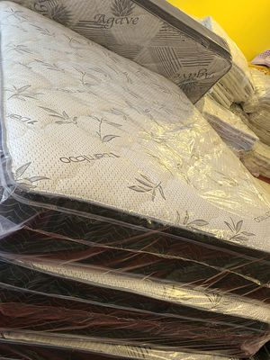 Queen Pillowtop set for Sale in Fresno, CA