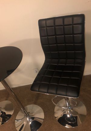2 Black & Crome Bar Stools With Table & LA Picture for Sale in Las Vegas, NV