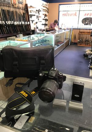 NikonD90 camera w/ 18x105mm lense 2 batteries strap and case for Sale in Milton, FL
