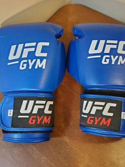UFC Boxing Gloves 16 Oz...medium To Small for Sale in Addison,  IL