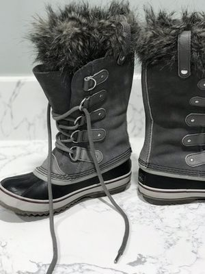 Sorel leather black and grey fur snow boots women's size 7.5 for Sale in Los Angeles, CA