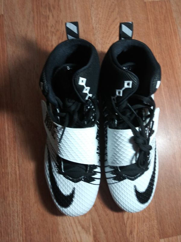 Nike size 12 mens American football cleats