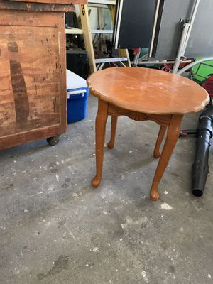 Side table, has a few knicks but stands on his own with not wobble. Free to good home, no longer have a place for it for Sale in Ocoee, FL
