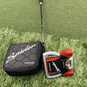 """Golf Club Taylormade Spider Tour Putter with Cover 35"""" for Sale in Silverdale, WA"""