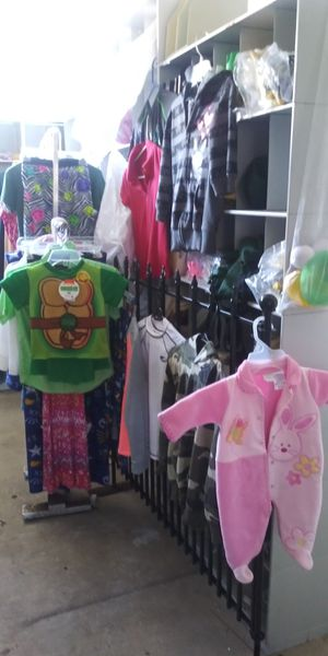 35 clothes for Sale in Lake Worth, FL