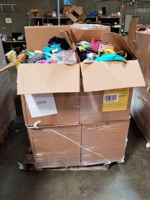 ropa por pallet ñiños for Sale in Lynwood, CA