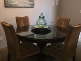Bombay Furniture Company - Round Dining Table w/ Glass Top and 4 Chairsi for Sale in Tacoma,  WA