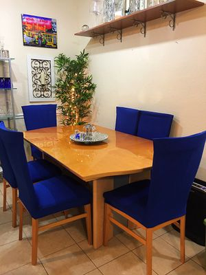 Beautiful Contemporary Modern Dining set for 6-8 people (Made in Italy) for Sale in Lutz, FL