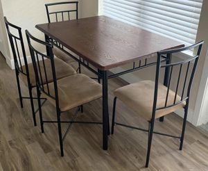 Nice 4 Chair Kitchen Table w/ Stools for Sale in Denver, CO