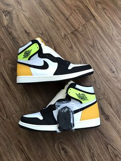 Men Jordan 1 High Volt Gold Size 9.5 New With Box for Sale in Mebane,  NC