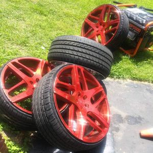 24 inch Rims Lexani Bavaria ROSE GOLD for Sale in Baltimore, MD