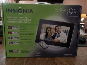 """Insignia Digital Picture Frame 9"""" 16:9 NS-DPF9G 1GB Internal Memory. Complete with remote, SD card adapter, all cables, manual and mini dvd. Used onl for Sale in Chicopee, MA"""