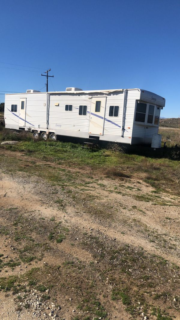 2009 travel trailer for sale for Sale in Perris, CA - OfferUp